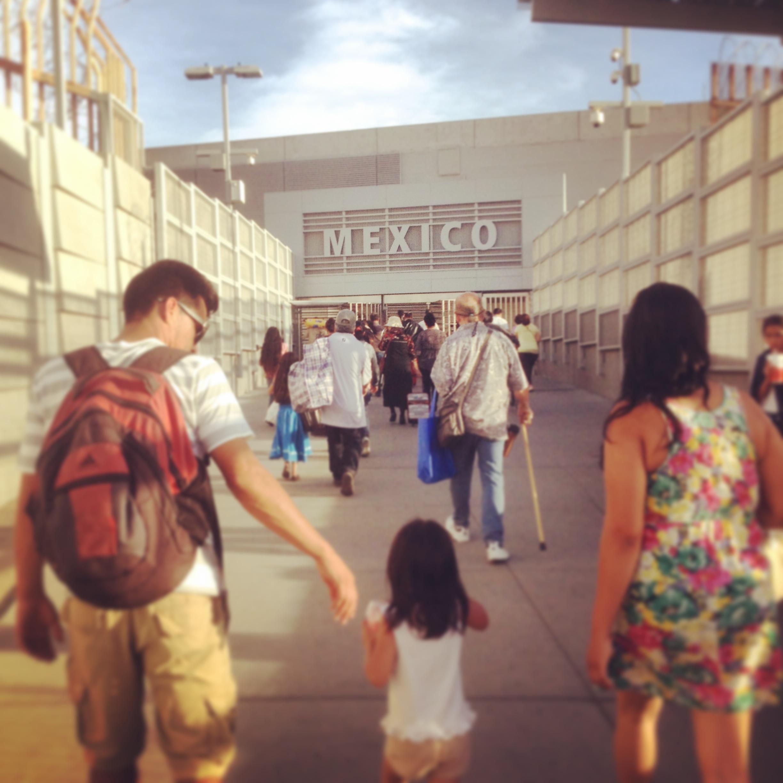 Кругосветное путешествие вокруг света без обратного билета. Кругосветка. Фото из кругосветного путешествия. Первый раз. Мексика. Тихуана. Прохождение Мексиканской границы в Тихуане.
