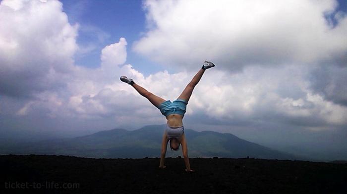 Вулкано-бординг или вулкан бординг в Никарагуа. Спуск на доске с вулкана. Как и где скатиться с вулкана. что такое Вулкано бординг. Сьерро Негро