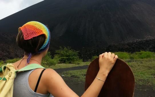 Вулкано-бординг в НИкарагуа. Спуск на доске с вулкана. Как и где скатиться с вулкана. что такое Вулкано бординг. Сьерро Негро